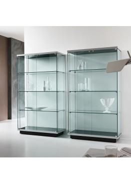 Стеклянные шкафы и стелажи